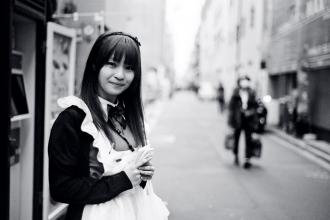 Tokyo Maid (Nikon F3, Ilford XP2 400 - Leica M6)